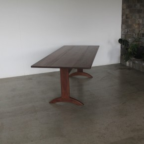 53   dininng table