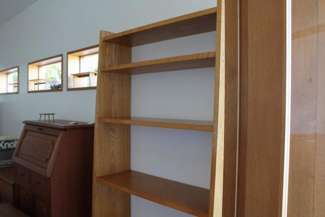 ナラ材の本棚